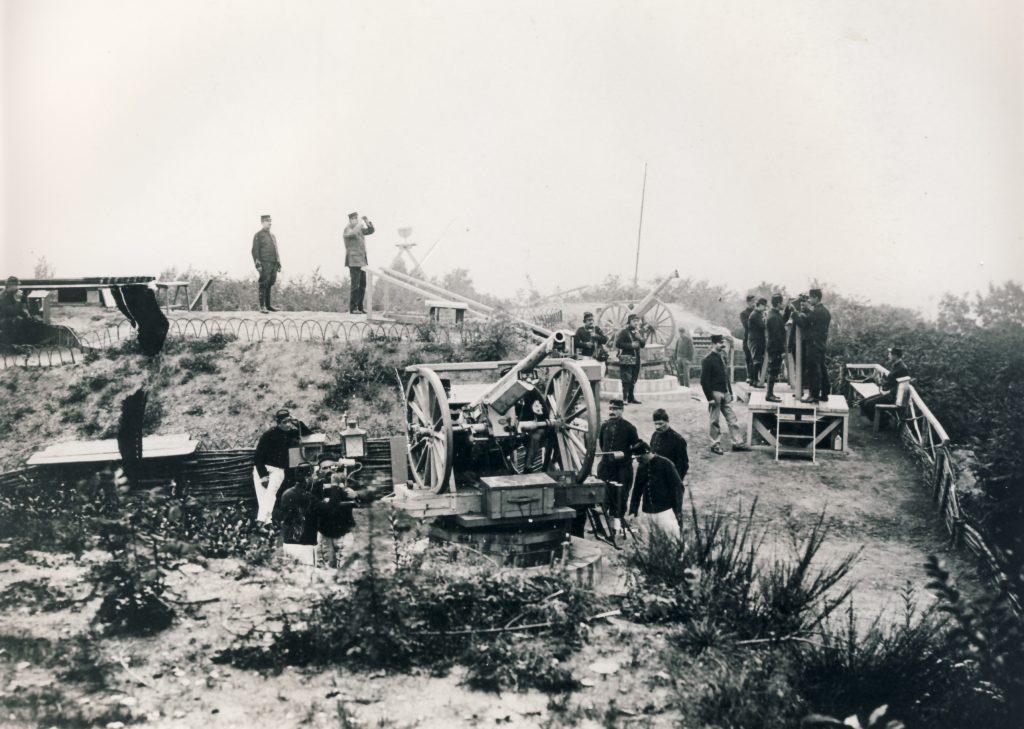 Poste anti-aérien sur un des cavaliers du Fort